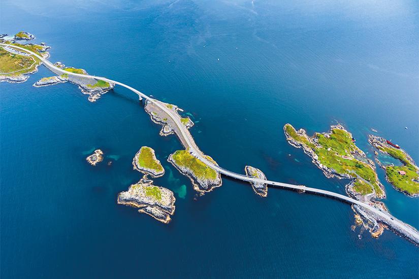 image 1 Photographie aerienne de la route de l ocean Atlantique 39 as_143827385