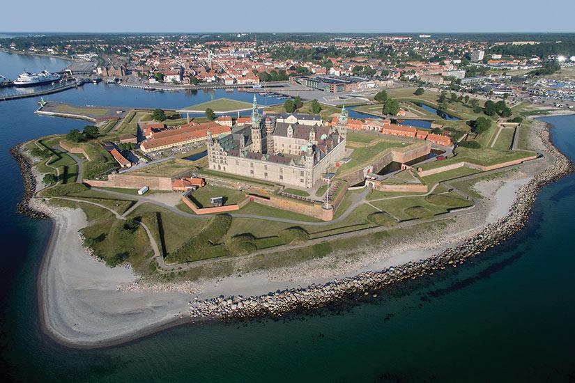 image Danemark vue aerienne de lancien chateau de Kronborg  fo
