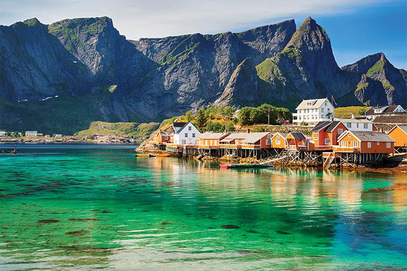 image Norvege Iles Lofoten cabanes Rorbuer pres de Reine 24 it_485954326