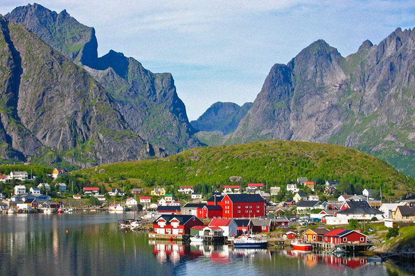 image Norvege Iles Lofoten petit port reine  fo