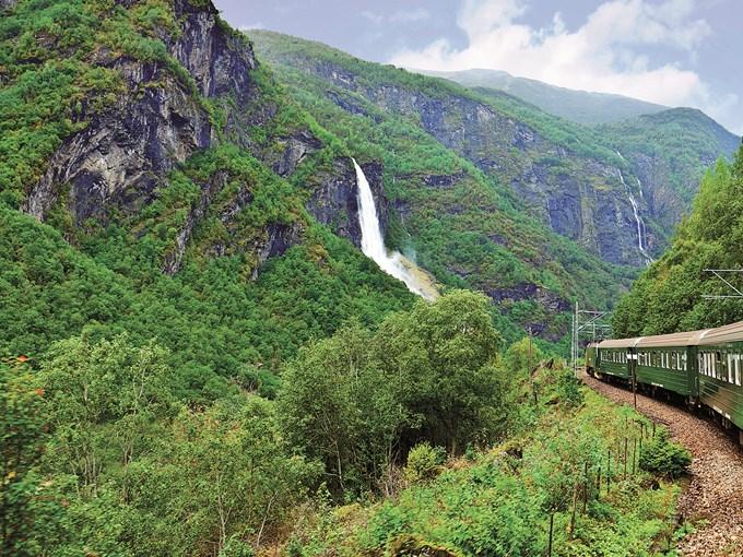 image Norvege train flam colline