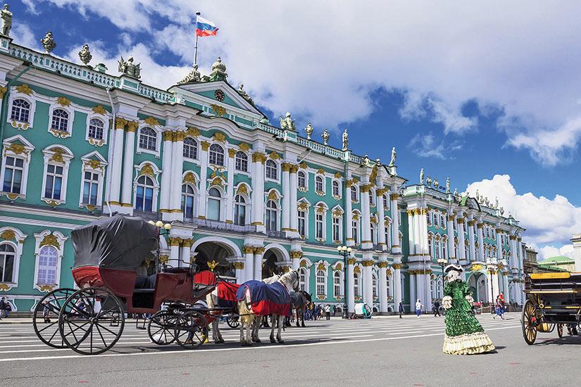 image Russie Saint Petersbourg hermitage sur le Place du Palais  fo