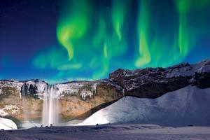 vignette Islande cascade skogafoss vert aurora neige hiver 10 it_694412914