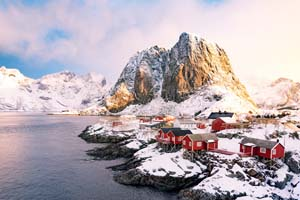 vignette Norvege lofoten ile hamnoy hiver aube lever soleil neige 13 it_658405210