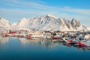 autotour norvege reine iles lofoten svolvaer vesteralen montagne neige maison rouge 40 it_155419301