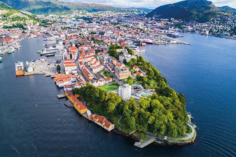 (image) image Vue aerienne de la vieille ville de Bergen Bergen Norvege 48 as_169478564