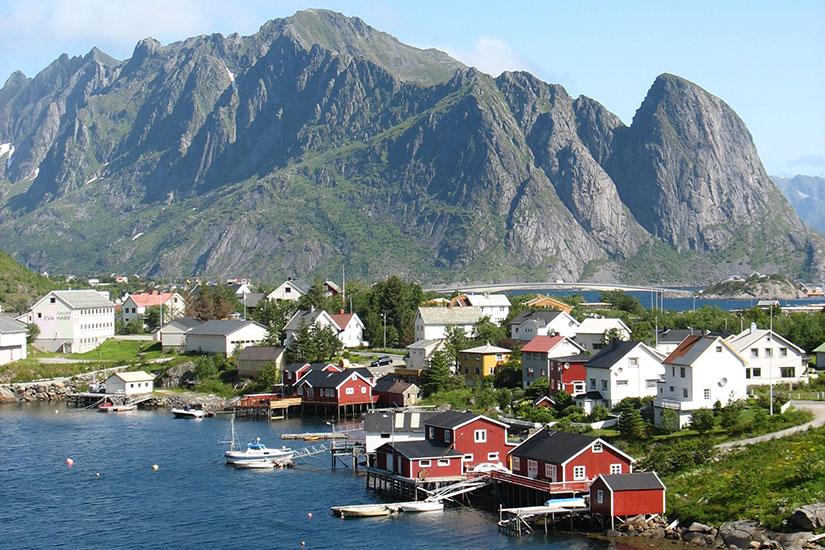image Norvege cabanes rouges  fo