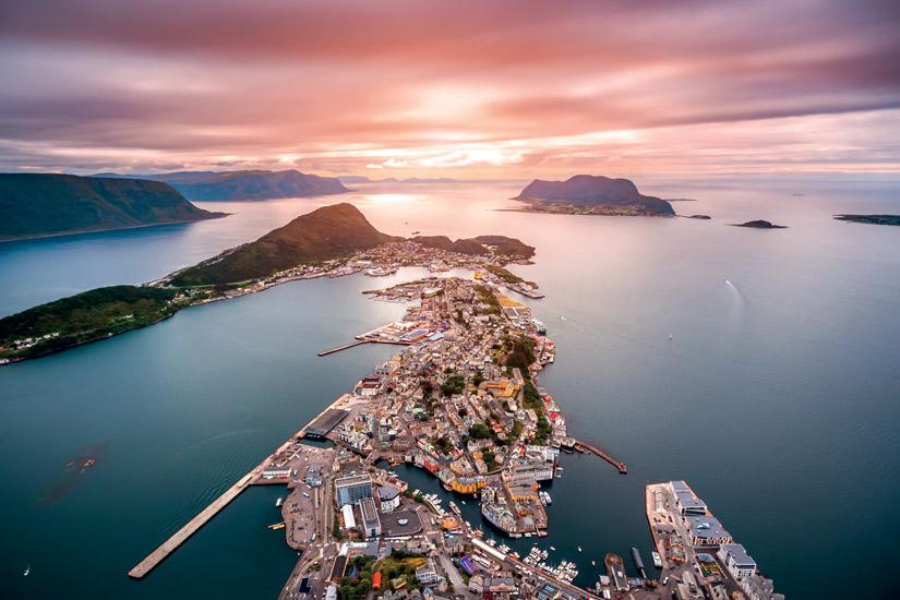 image Norvege ville alesund milieu urbain coucher soleil 12 it_674159502