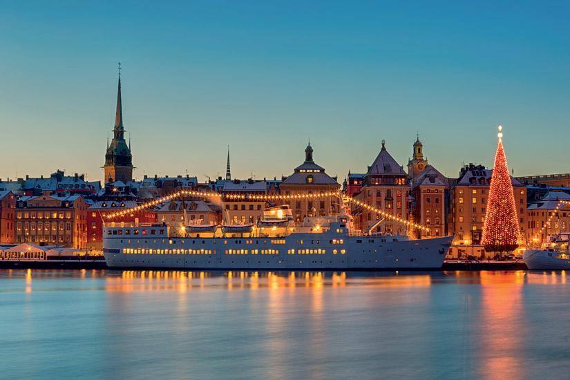 image Suede stockholm ville noel sapin milieu urbain decoration fete 31 it_497104784