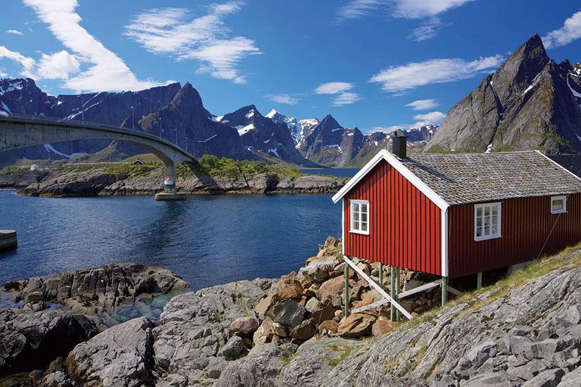 image norvege Lofoten cabane traditionnelle de rorbu de peche  fo