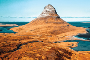 croisière 1 vue aerienne de la montagne de kirkjufell en islande 42 it 870631474